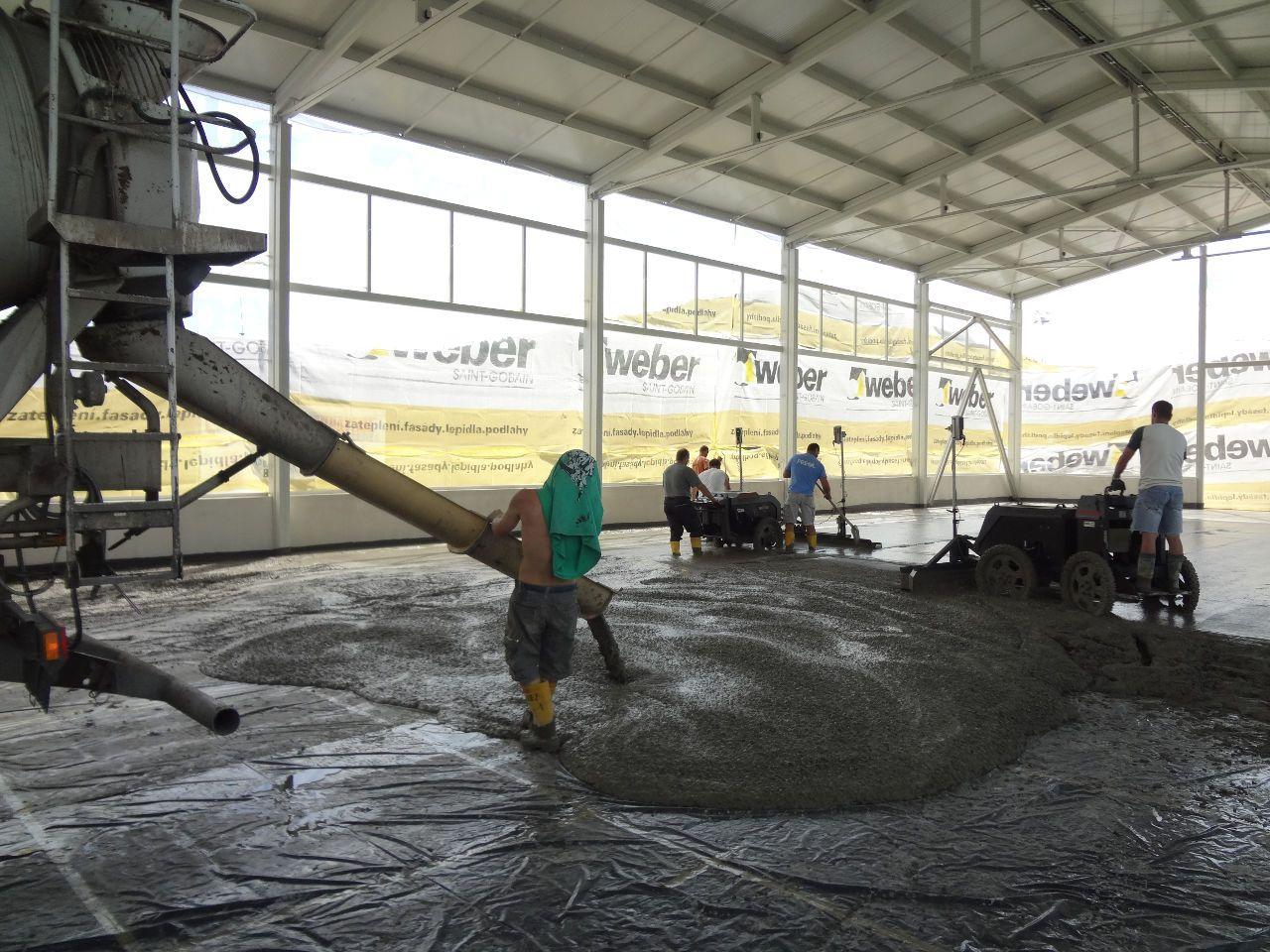 Lití betonové podlahy