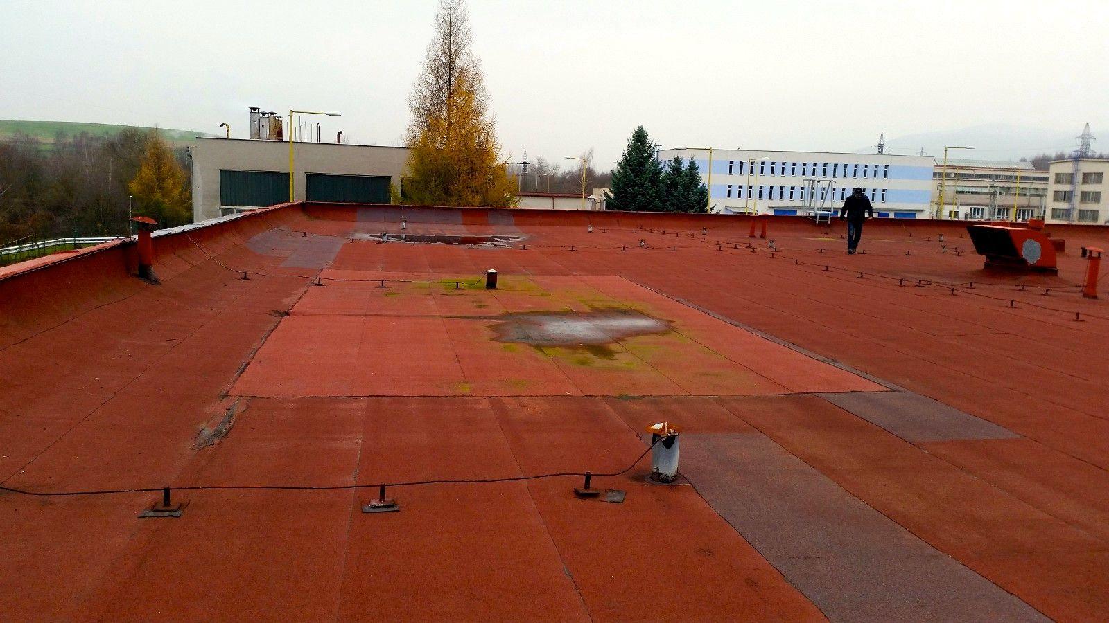 Stav střechy před rekonstrukcí
