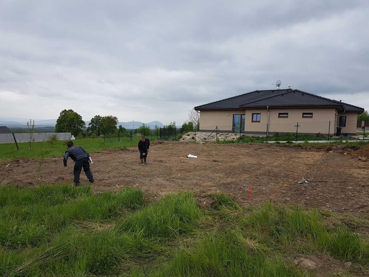 Vyměření základů domu